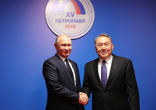 Президент РФ Владимир Путин и президент Казахстана Нурсултан Назарбаев на форуме межрегионального сотрудничества
