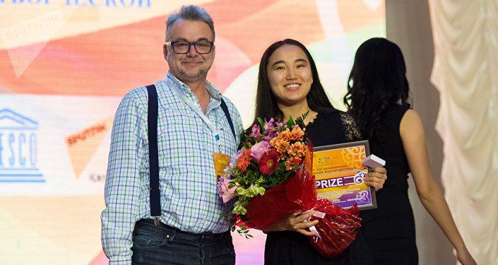 Корреспондент Айгюзель Кадир получила диплом II степени на конкурсе Шабыт