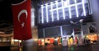 Стамбул әуежайындағы Түркия туы