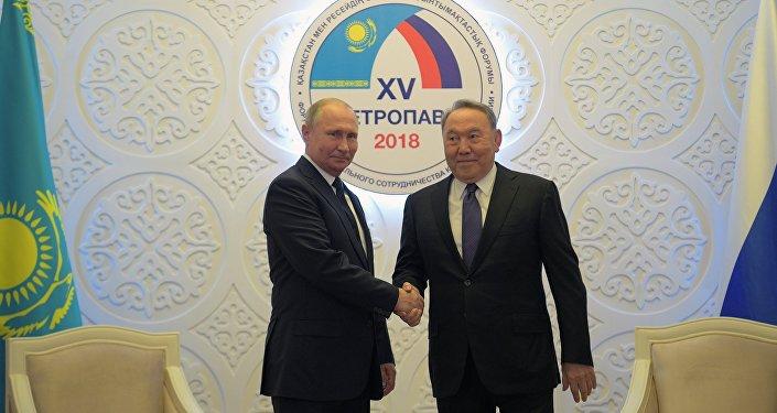 Президент РФ Владимир Путин и президент Казахстана Нурсултан Назарбаев во время встречи 9 ноября 2018 года