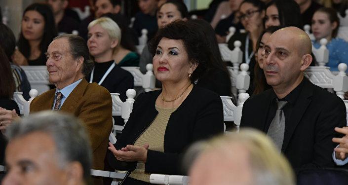 Выдающаяся скрипачка, народная артистка Казахстана, ректор Казахского национального университета искусств Айман Мусаходжаева