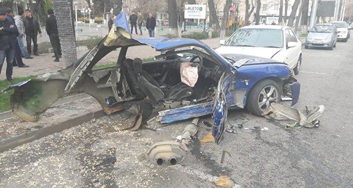 Крупное ДТП на улице Абылайхана: Ниссан Скайлайн столкнулся с Дэу Нексия