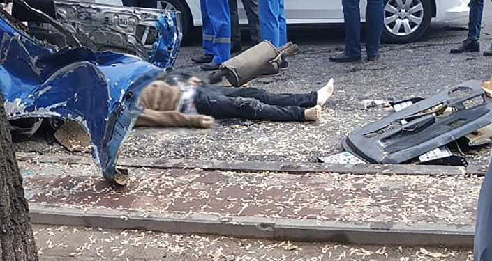 Абылайхан көшесіндегі жантүршігерлік жол апаты: бір адам қаза тауып, екеуі ауруханада жатыр