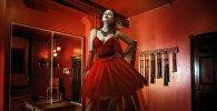 Женщина в красном, иллюстративное фото