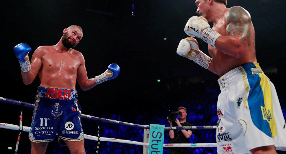 Бой британского боксера Тони Белью и украинца Александра Усика