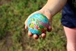 Мяч с изображением земного шара