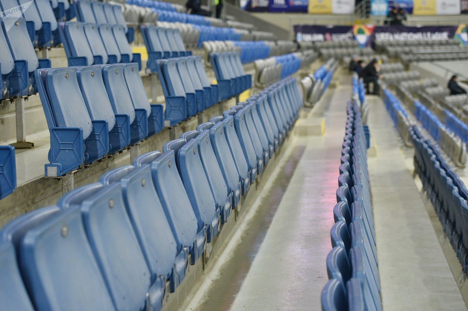 Трибуны на стадионе до начала матча