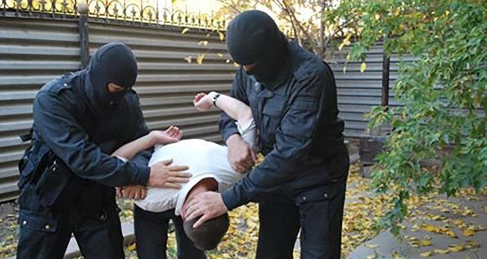 Архивное фото сотрудников спецназа во время задержания