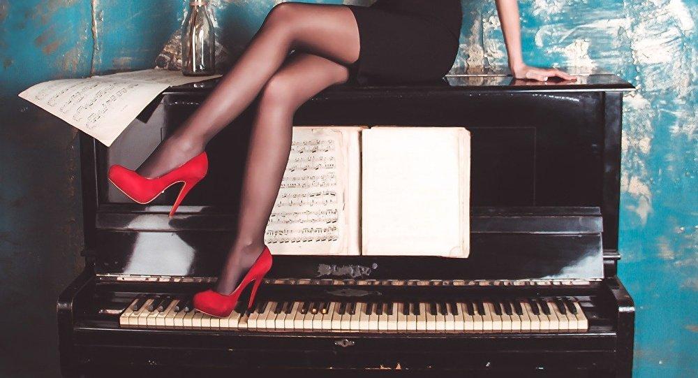 Пианино мен қыз