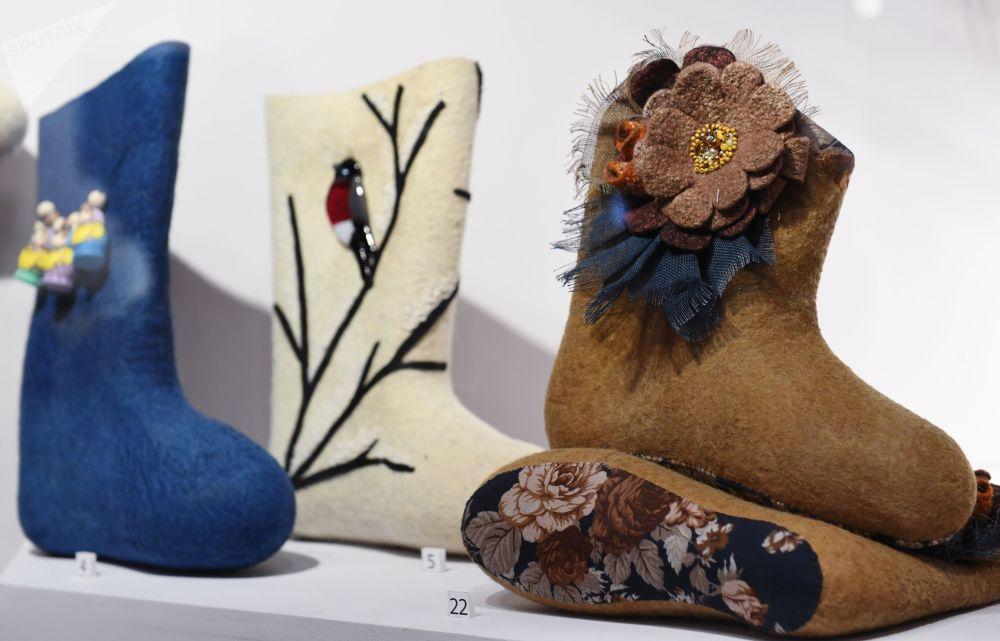 Дизайнерские валенки на выставке Валенки. От царских дворцов до модных подиумов