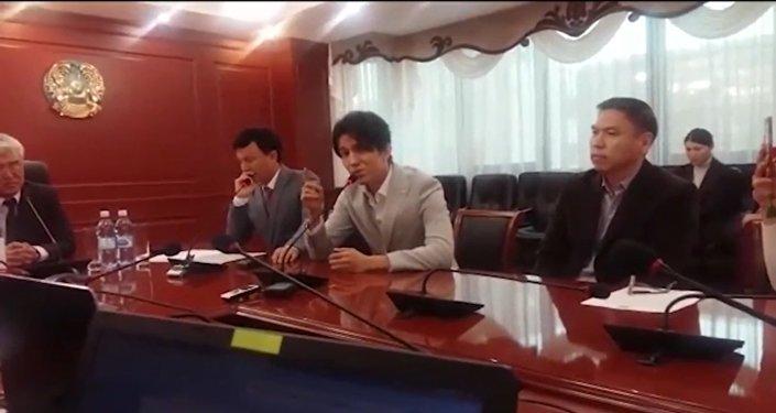 Димаш исполняет песню на казахском в Астане