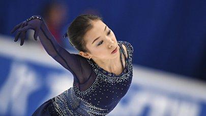 Элизабет Турсынбаева во время этапа Гран-при по фигурному катанию в Москве