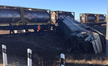 Автобус столкнулся с поездом в Саратовской области