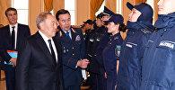 Назарбаев полицейлердің жаңа формасымен танысты