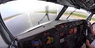 Посадка самолета во время ливня - видео