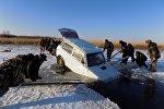 Джип провалился под лед в Северном Казахстане