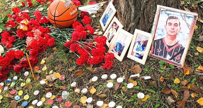 Архивное фото прощания с погибшим баскетболистом Игорем Нанаевым