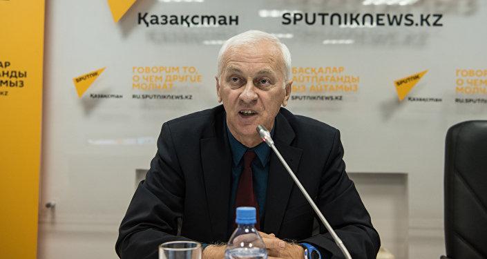 Заместитель директора Института общественной политики партии Нұр Отан Владимир Тельнов