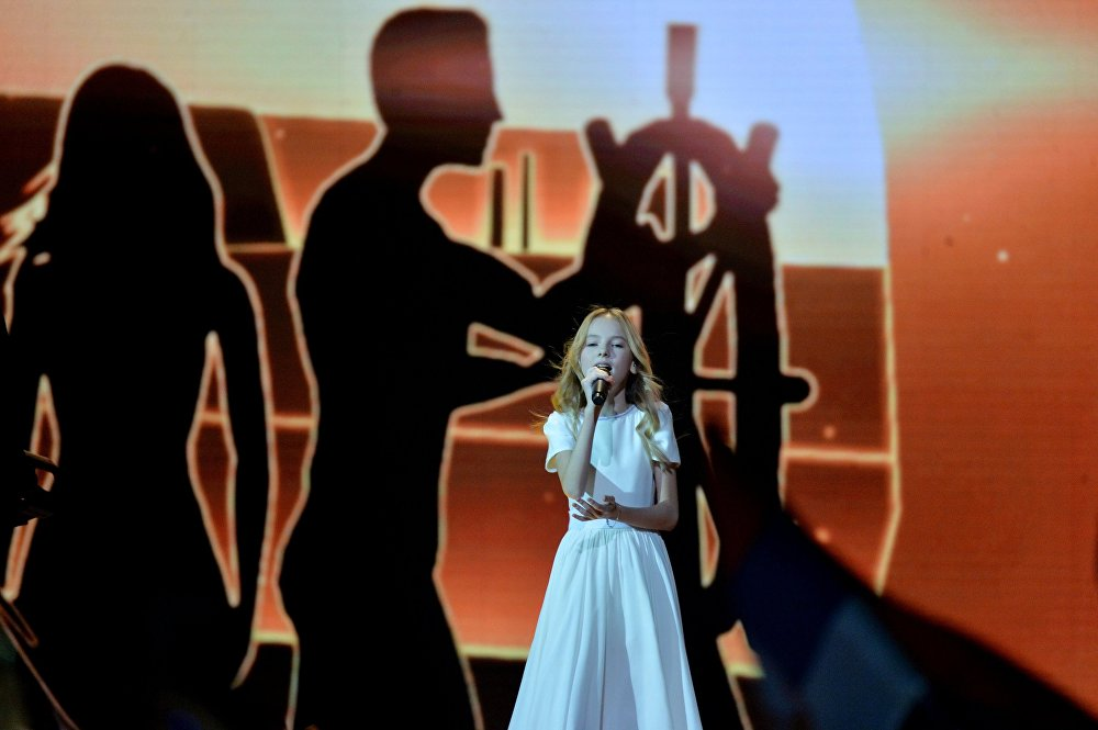 Представительница Казахстана Данелия Тулешова во время выступления в финале международного детского конкурса песни Евровидение-2018 в Минске