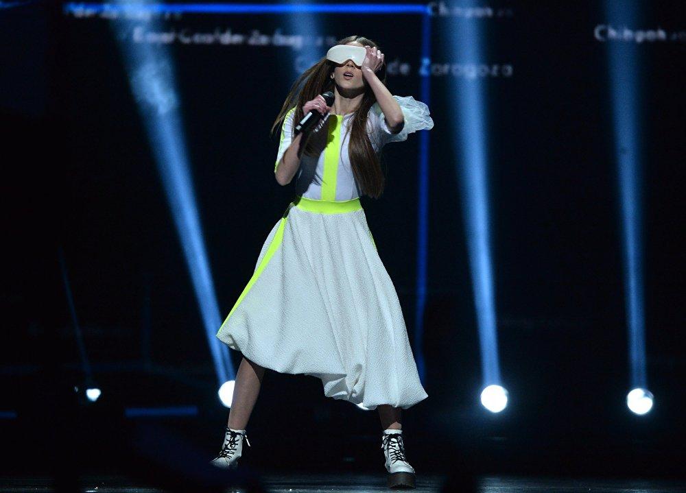 Представительница Польши Роксана Вегель во время выступления в финале международного детского конкурса песни Евровидение-2018 в Минске