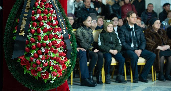 Алматы халқы Карл Байпақовпен қоштасты