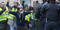 Акция протестов желтые жилеты в Париже