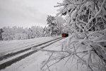 Автомобиль на зимней дороге