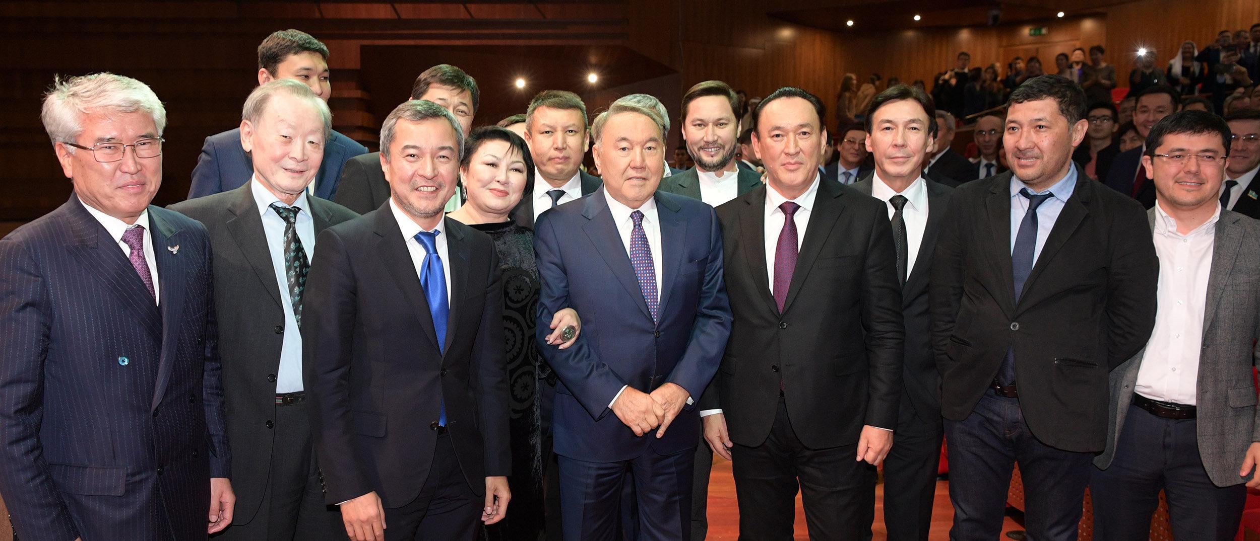 Қазақстан президенті Нұрсұлтан Назарбаев Елбасы жолы. Астана көркем фильмінің премьерасына барды