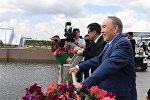 Президент Казахстана Нурсултан Назарбаев во время посещения Ботанического сада