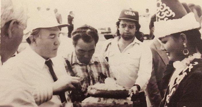 Меруерт Актанова с президентом Нурсултаном Назарбаевым. 1991 год