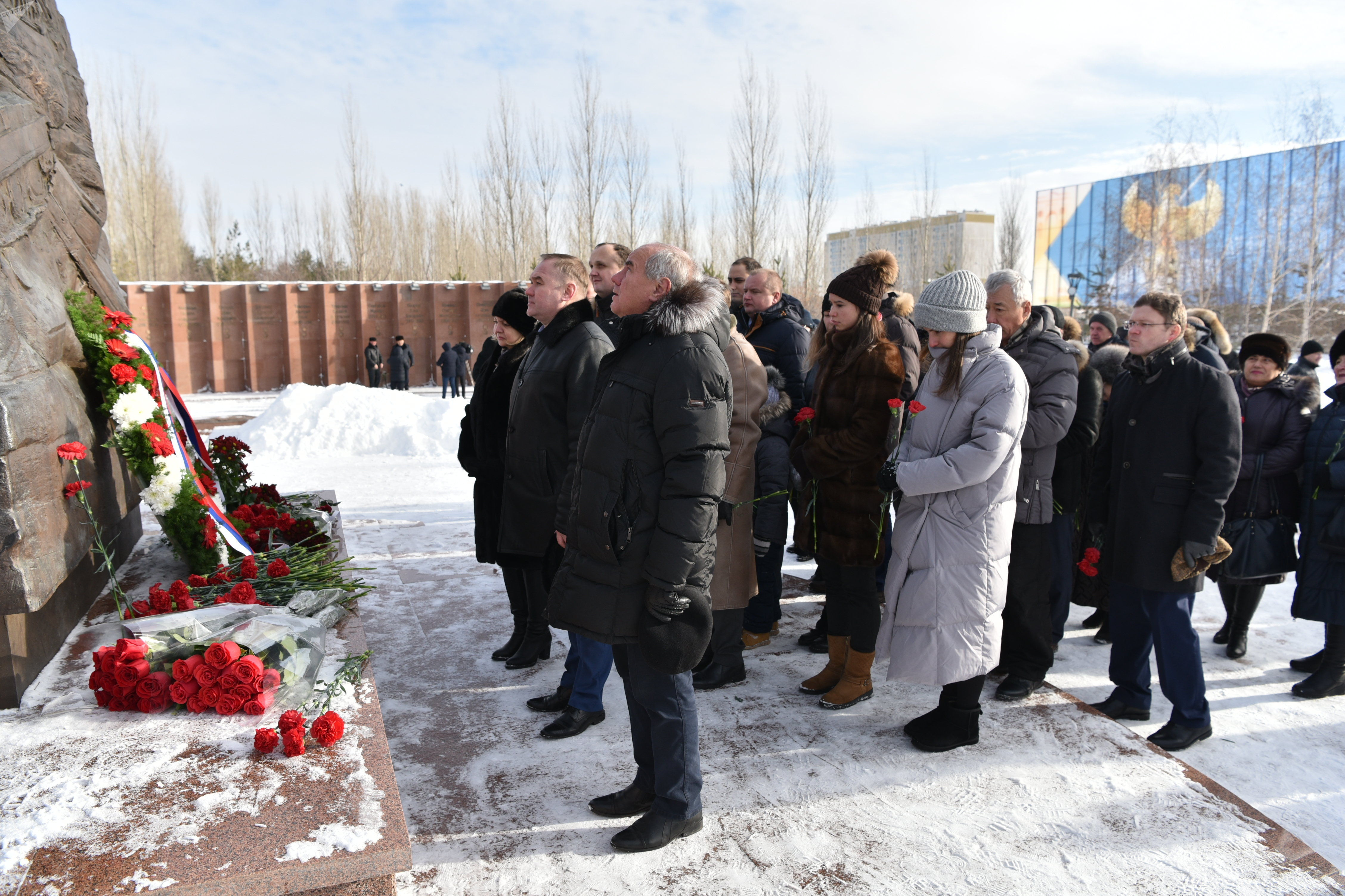 Возложение цветов к памятнику генерала Ивана Панфилова