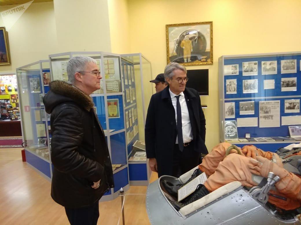 Посетители музея на Байконуре