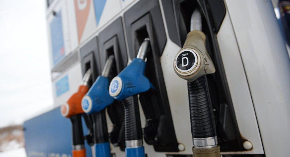 Продажа дизельного топлива, архивное фото