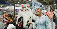 Парад Дедов Морозов прошел в одном из ТРЦ в Алматы