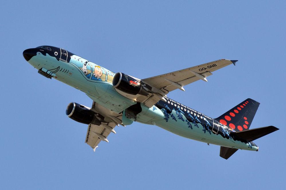 Самолет Airbus A320-214 брюссельских авиалиний