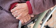 қарт адамның қолы