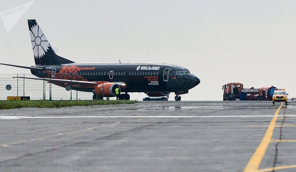 Самолет авиакомпании Белавиа в ливрее, посвященной игре World of Tanks, прибывший в аэропорт Жуковский