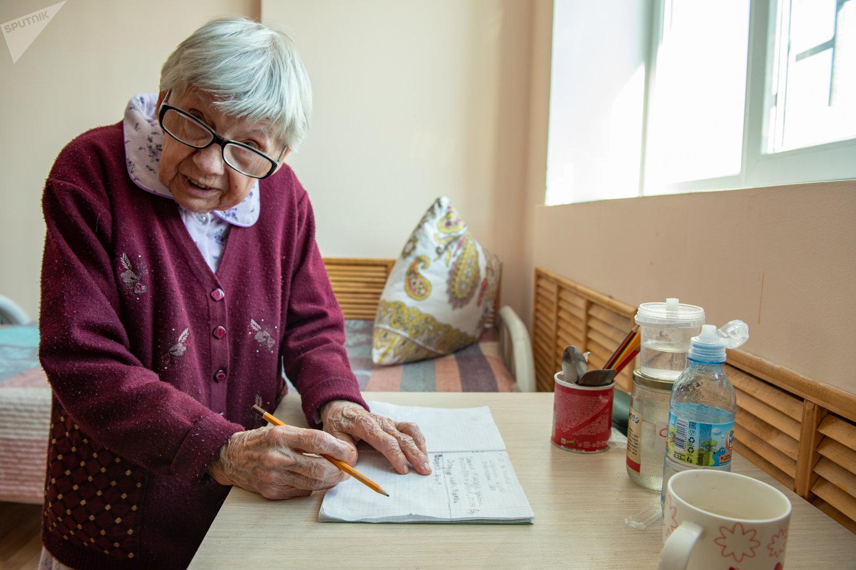 Надежда Ивановна, 95 лет, постоялица Дома сестринского ухода Забота