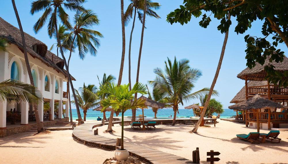 Пляж Диани на побережье Индийского океана в Кении