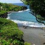 Пляж на территории государственного парка Вайанапапапа на острове Мауи