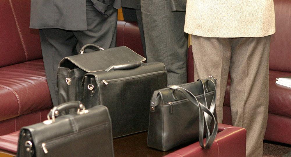 архивное фото депутатов в перерыве пленарного заседания