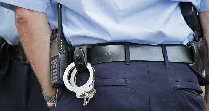 Полицейский, наручники