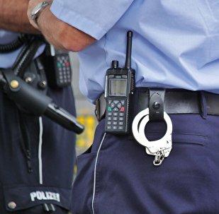 полиция қызметкері