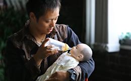 Курс молодого отца, или Как японские мужчины учатся ухаживать за младенцами