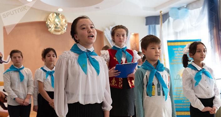 Дети устроили праздничный концерт