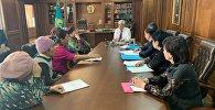 Аким Алматинской области встретился с многодетными матерями