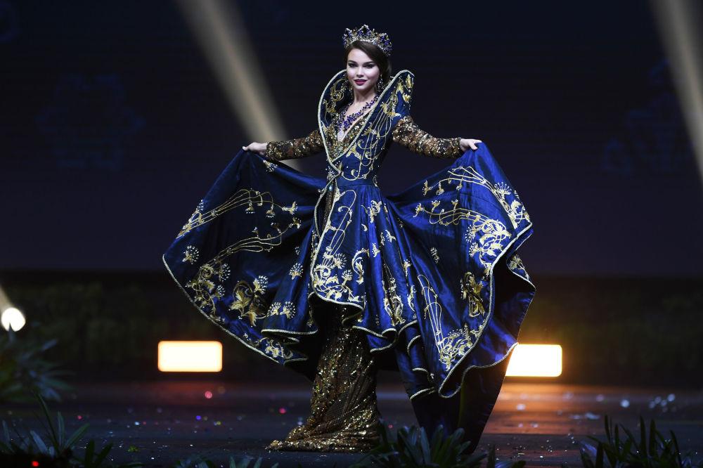 Представительница России во время показа национальных костюмов в рамках конкурса Мисс Вселенная 2018 в Таиланде