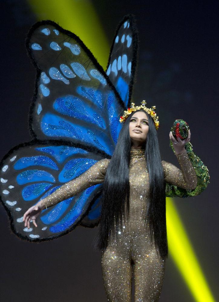 Представительница Уругвая во время показа национальных костюмов в рамках конкурса Мисс Вселенная 2018 в Таиланде