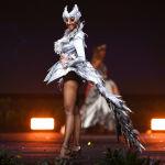 Представительница Южной Африки во время показа национальных костюмов в рамках конкурса Мисс Вселенная 2018 в Таиланде