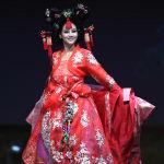 Представительница Южной Кореи во время показа национальных костюмов в рамках конкурса Мисс Вселенная 2018 в Таиланде